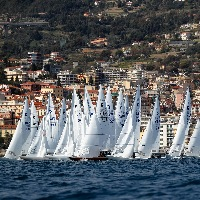 International Dragon Cup Paul & Shark Trophy a Sanremo, primo giorno con vento leggero