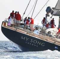 My Song: il Baltic 130 cade dal cargo in Mediterraneo