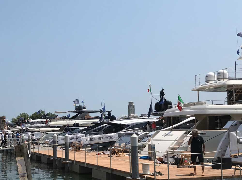 Gli Yacht in acqua